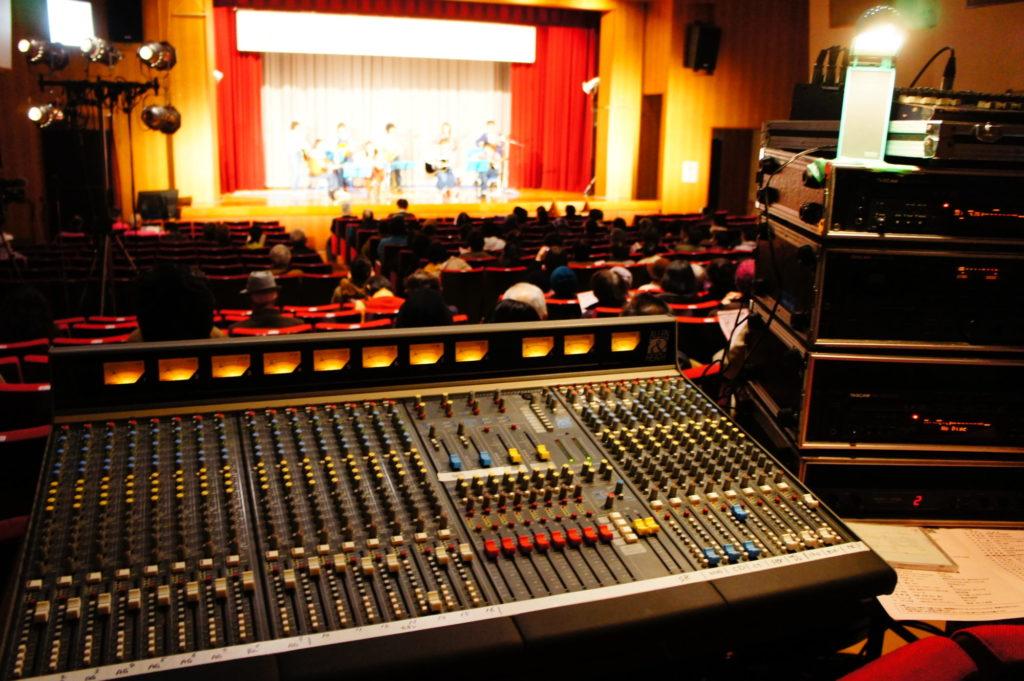 芸能発表会の音響